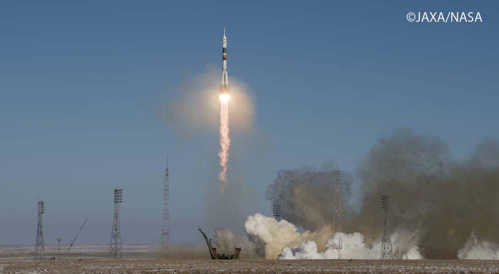 金井飛行士が搭乗するソユーズ宇宙船の打ち上げ。場所はバイコヌール宇宙基地 (カザフスタン共和国)